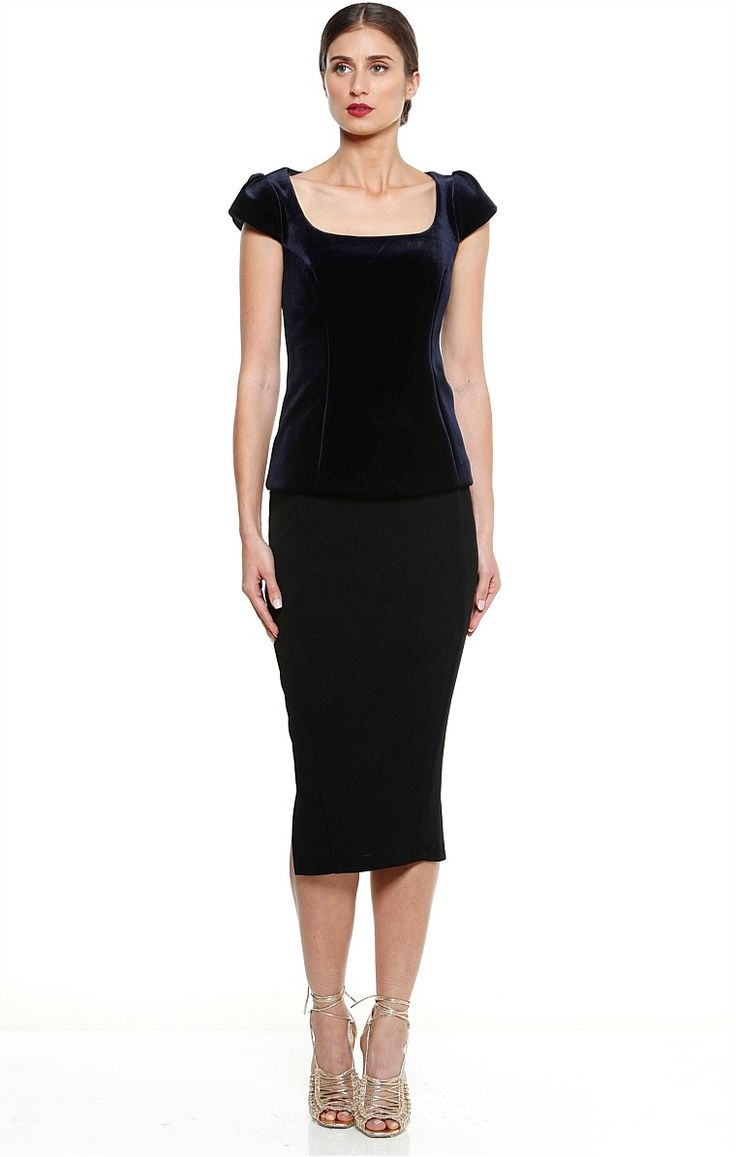 SICILY CAP SLEEVE SCOOP NECK FITTED VELVET TOP IN MIDNIGHT