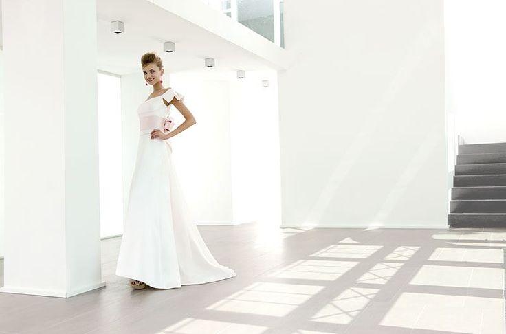 Collezione EP 2014 - Elisabetta Polignano: abito da sposa bianco con dettaglio - cintura - in rosa #wedding #weddingdress #weddinggown #abitodasposa