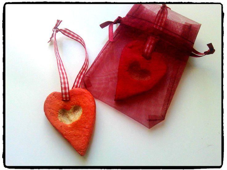 suspension coeur, cadeau à offrir, cadeau enfant, pate a sel, empreinte de doigts