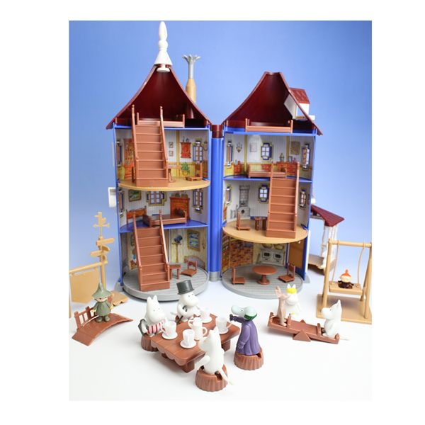 Available for pre-order. Delivery first week of December. Probable the most wanted Moomin toy! Moomin House include 9 Figures: Moomin, Snufkin, Little My, Sniff, Moominmamma, Moominpappa, Snorkmaiden, Snork and Hemulen H: 38cm