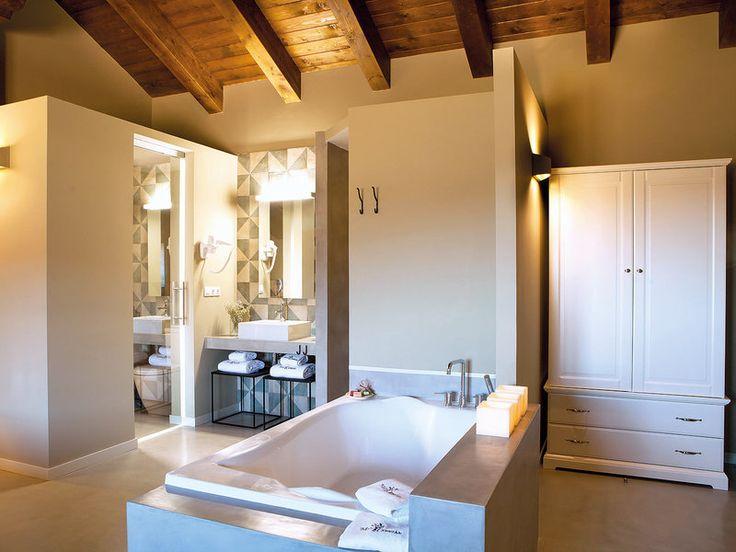 Hotel Mas de Cebrián, baño, Teruel. Spain