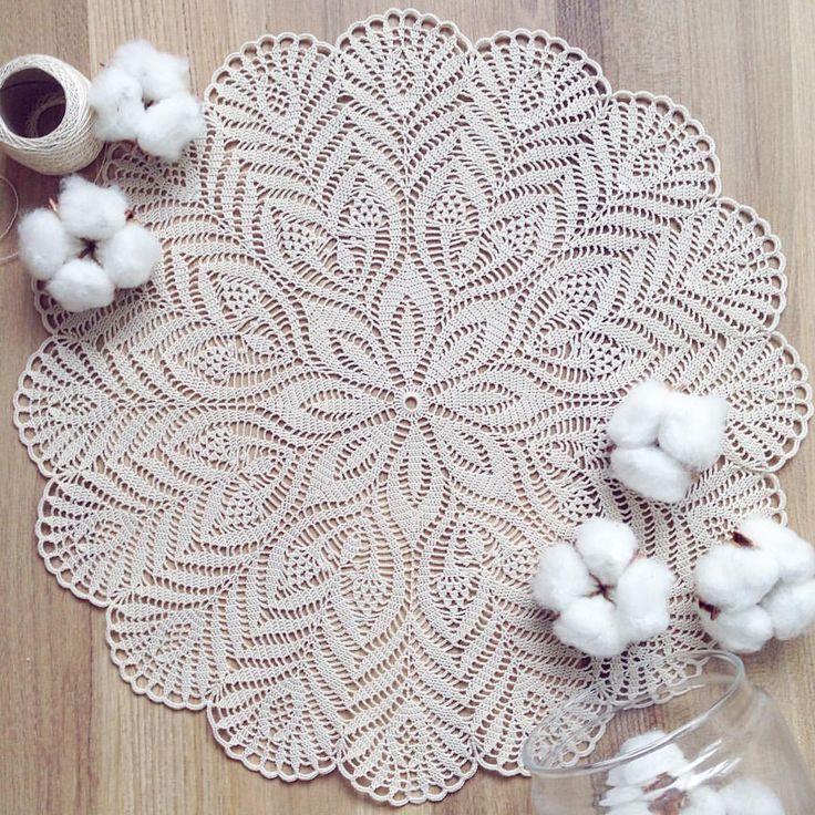 Доброе утро) А меня тут павлиньи пёрышки ☺️ 35 см (47 рядов), тонкий хлопок) ✨ пусть рабочая неделя будет лёгкой )) #crochet #kolesova_crochet #мастеркрафт #crochetaddict #countryhandmade #crochetinspiration #салфеткакрючком #вяжутнетолькобабушки #ручнаяработа #handmadeALL #woki1 #onelovehandmade #handmade #i_loveknitting