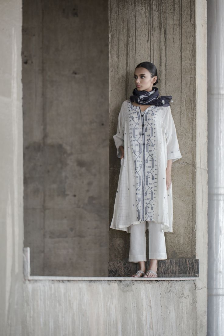 SUSTAIN LOOKBOOK Jamdani embroidery on a free-flowing silhouette pairs well with a darker indigo scarf.