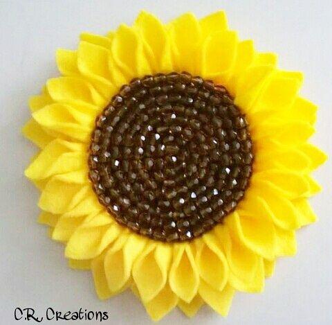 portachiavi a forma di girasole in pannolenci e perline #portachiavi #keychain #crcreations #girasole #sunflower #felt #handmade