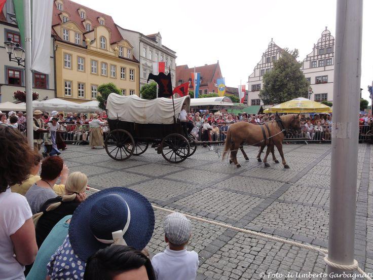 """.... antico carro agricolo coperto alla """"Kirschfest"""" (Festa delle ciliege) .... Naumburg (D) - 28-giu-2014 - © Umberto Garbagnati -"""