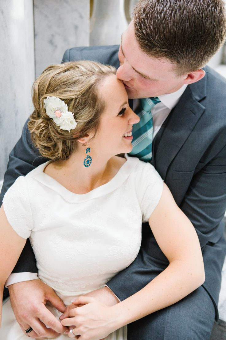 Jamie Tervort Photography, Utah State Capitol Formals, Bride and Groom Pictures, Bridals, Wedding, White wedding shoes, heels, coral, cream white wedding bouquet