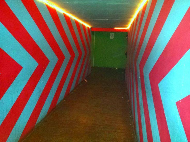 Un couloir psychédélique au Instant, ruin pub populaire de Budapest