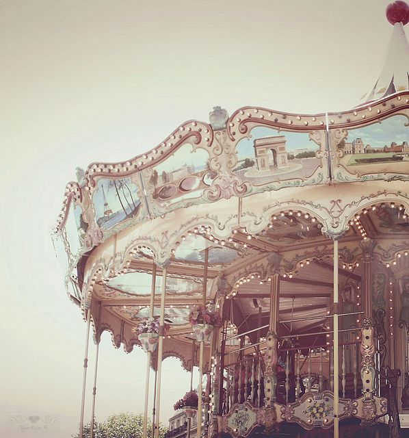 I know it's a bit ridiculous.. but something about carousels.. I love them.