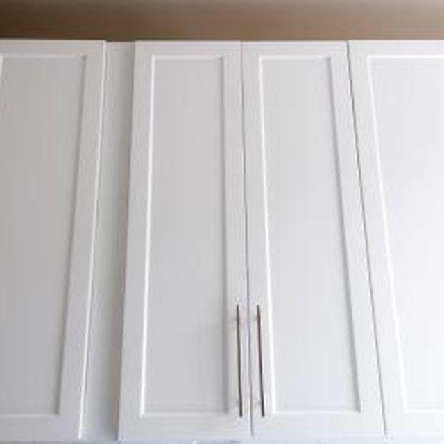 How To Paint Laminate Or Veneer Ehow Update Kitchen Cabinets Laminate Kitchen Cabinets Painting Laminate