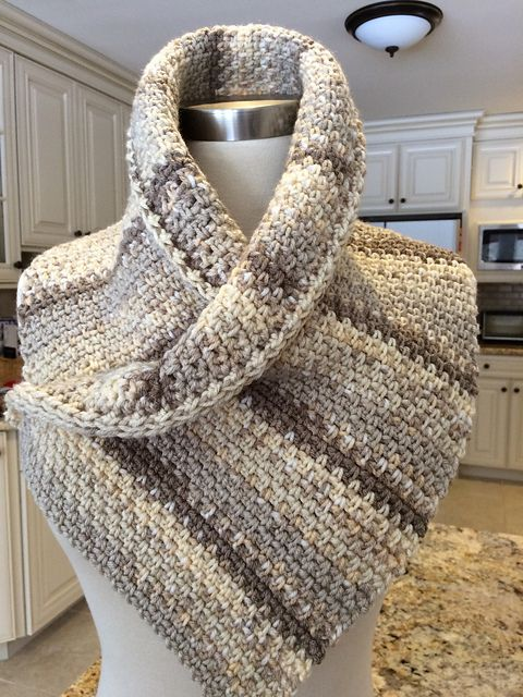 White Russian Crochet Poncho - Free pattern! #crochet #freepattern
