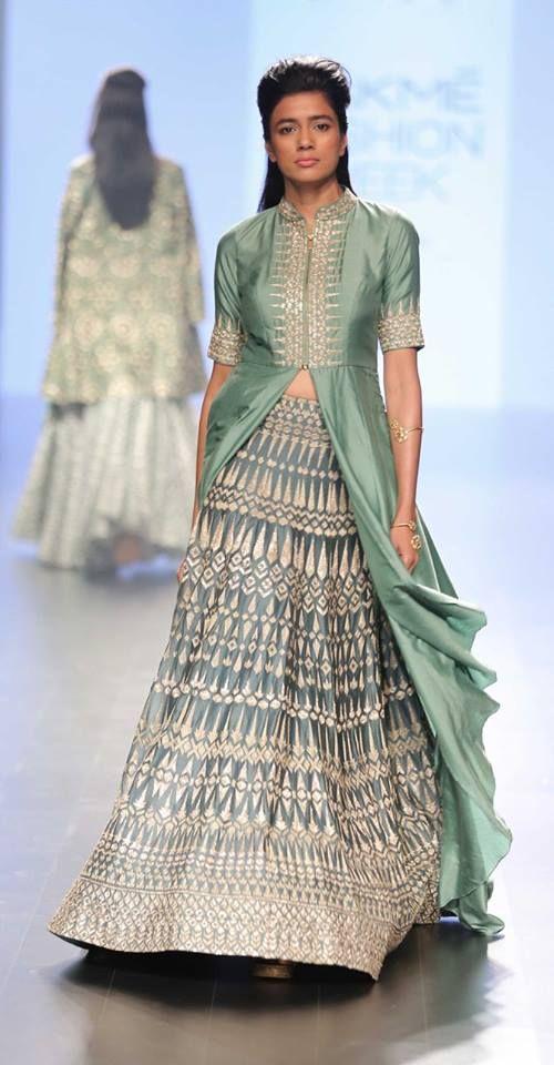 sva_lakme-fashion-week_indian-fashion-online_indian-fashion-blog_scarlet-bindi_neha-oberoi4.jpg (500×960)