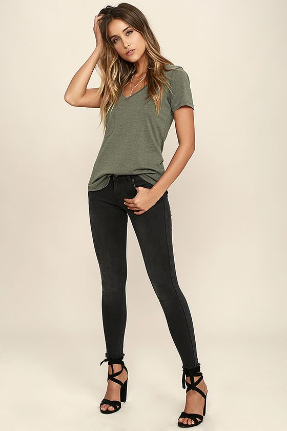 Not only will the Z Supply Pleasant Surprise Olive Green Tee put a smile on your face, it'll also show off your fabulous style sense! The V neck, short sleeves, and patch pocket keep the classic tee look on this olive green top, but the jersey knit fabric has a slub texture, keeping it fresh and unique. Rounded hem brings the final touch.