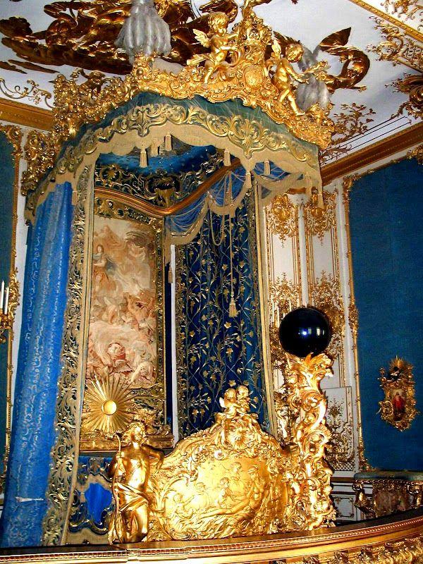 loveisspeed .......: Palácio de Linderhof é na Alemanha, no sudoeste da Baviera perto de Ettal Abbey. É o menor dos três palácios construídos pelo Rei Ludwig II da Baviera eo único que ele viveu para ver concluída.