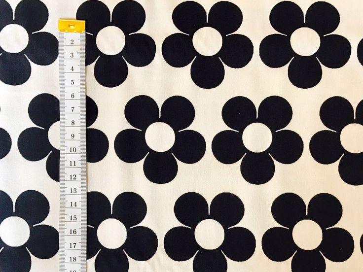 Stoff grafische Muster - Bonnie & Buttermilk Baumwoll-Stoff  Flower ... - ein Designerstück von Bonnie-and-Buttermilk-Stoffe bei DaWanda