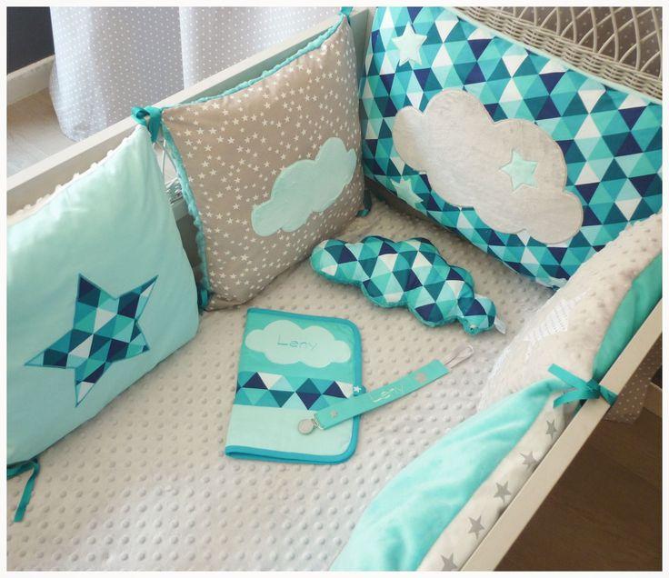 tour de lit carré nuage gris et tissu géométrique bleu turquoise : Linge de lit enfants par les-petits-gosses-miniatures