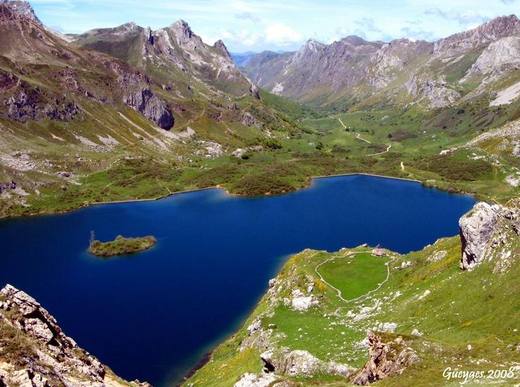 Lago del Valle, Parque Natural de Somiedo, Asturias, Spain