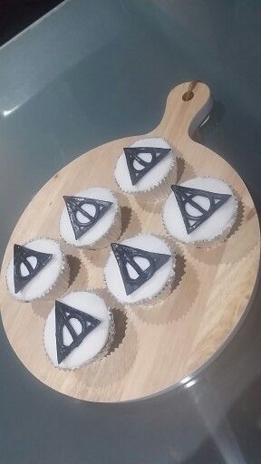 Harry potter deathly hollows cupcakes