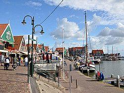 ik heb deze pin gekozen omdat ik in Volendam woon en dit is een mooie foto van de dijk in Volendam waar ik vaak even zit