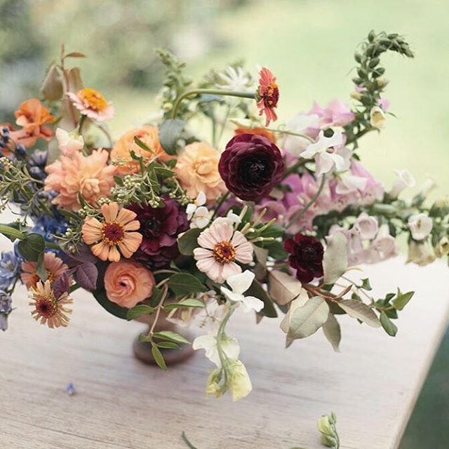 I'm so excited for all the people that has signed up for our workshop. We only have one spot available. I am so happy they will be working with the best flowers you can get in Mexico! I am also so happy @ladyortheloot will be helping with the styling and @analaframboise will be photographing it! Thanks to all the people that has signed up! See you here!
