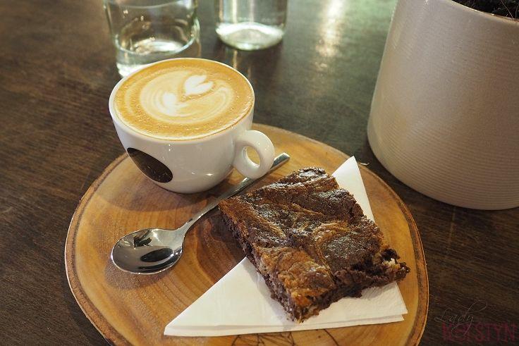 Spotted by Lady Kerstyn | #kavarnacohledajmeno #coffee #coffeehouse #cafe #café #interior #DIY #handmade #reconstructed #wood #recycling #upcycling #cozy #interior #interiordesign #insidedecor #kavárna #káva #cake #chocolatecake #chocolate #latte #latteart #wood #nature