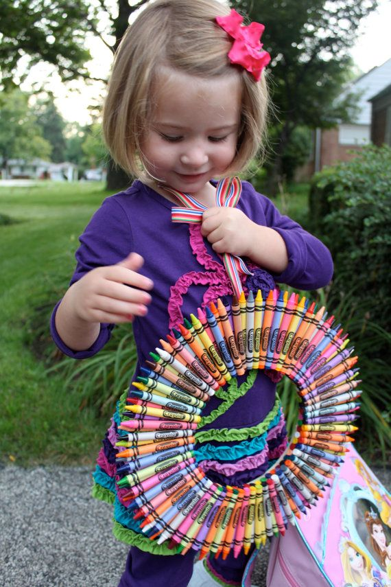 Crayon Wreath for a special teacher. I think I'll make this!  Looks fun!  My classroom needs some color.
