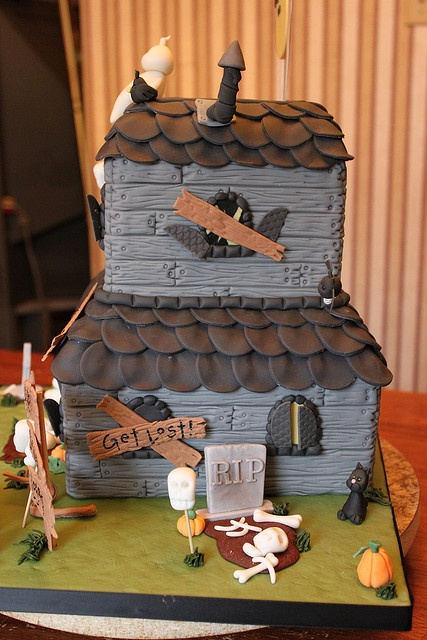 Best 20 Haunted House Cake Ideas On Pinterest Halloween