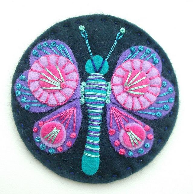 Broche mariposa de fieltro