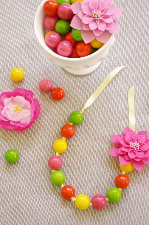 #DIY #Gumball #Necklace - a fun & easy project for little hands looking for cute Mother's Day gifts!
