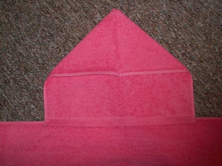In honor of both my blogiversary and my 100th post (woohoo!) I decided to respost my very first tutorial. I started with a hooded towel tuto...