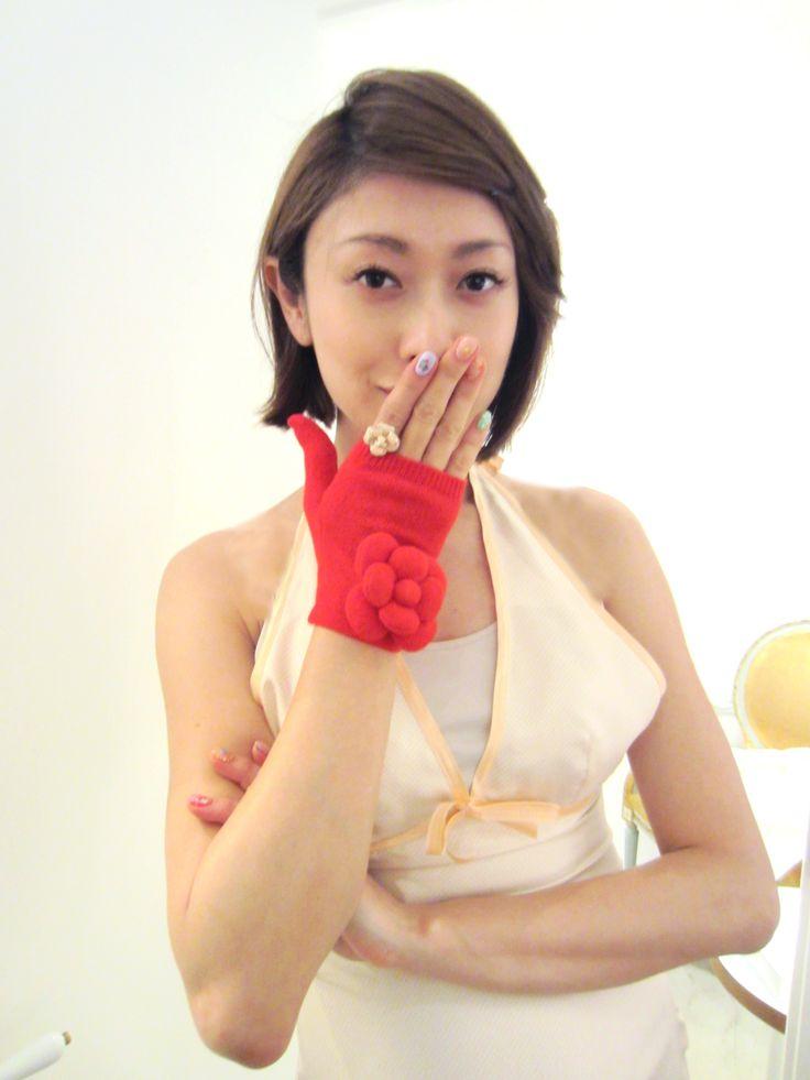 山田 優 さん × カシミア お花付き手袋