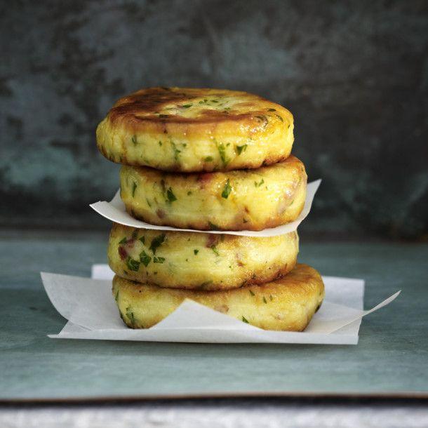 Unser beliebtes Rezept für Knusprige Kartoffeltaler und mehr als 55.000 weitere kostenlose Rezepte auf LECKER.de.