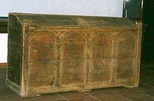 Kiste av furu fra 11-1200-årene brukt som kornbyre i Horg i Sør-Trøndelag. Men opprinnelig kan dette ha vært en paramentkiste som skal ha kommet fra Grutseter kirke i Meldal. Lengde 192 cm.