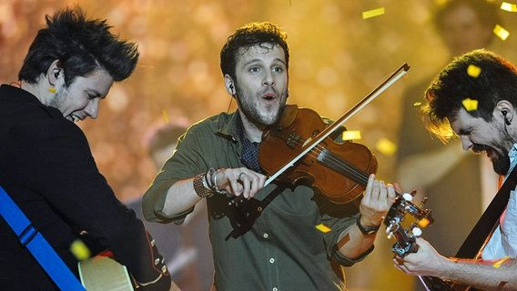 Suisse - Dix points. Switzerland  - ten points. / The singer Sebalter from Ticino at the European Song Contest in Copenhagen.