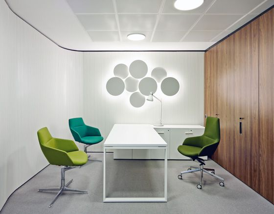 Inaugure Headquarters by YLAB Arquitectos with Arper's Aston chairs