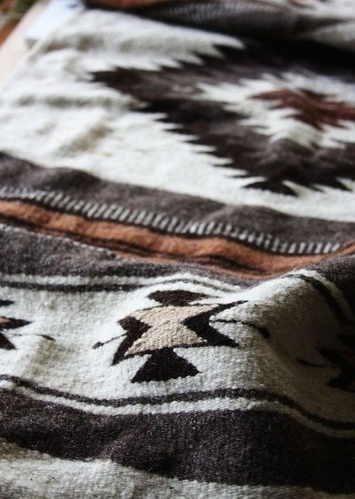 leaving-a-trail:    (via | {Patterns. Prints. Textures.})  Bed spread