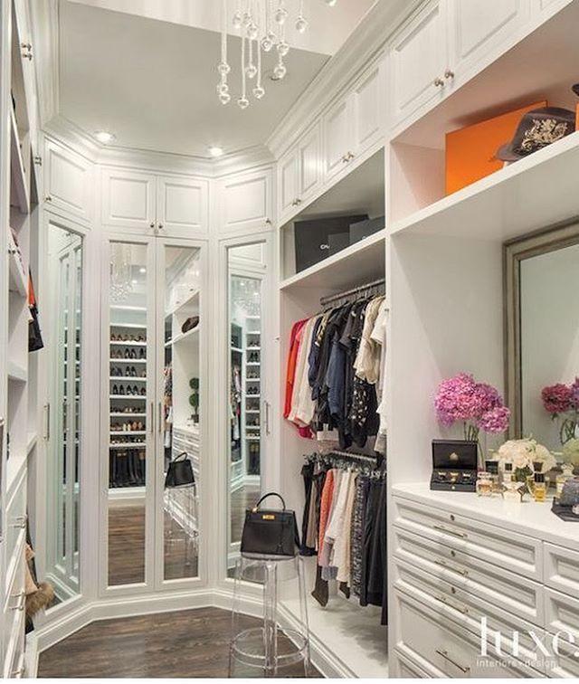 Three way mirror created by mirrored closet doors. @luxemagazine styled this closet... by #laclosetdesign #closet