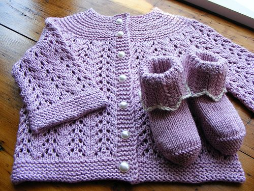 Free+Knitting+Patterns+Baby+Booties | February Baby Sweater in April | Loopy Knitter