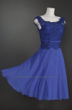 Blauwe korte jurk met kanten top en brede hals 3287