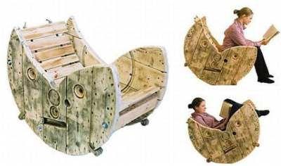Zelfgemaakte schommelstoelen, recycle een houten haspel tot heel leuke meubelen.