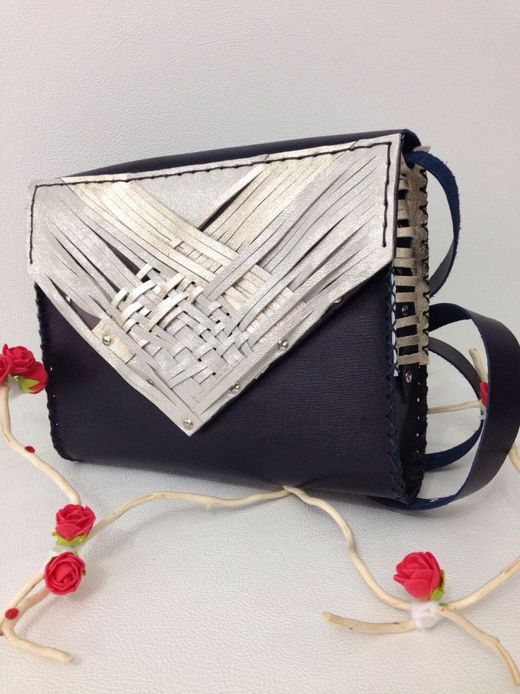 It takes a statment bag to stand out: dark blue leather bag accessorized with stylized fringes. #hadmade #unique #fringes #leather #bag #nicole For prices in euro, please leave a message!