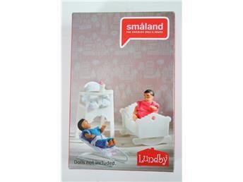 Lundby Småland. vagga och 2st barnstolar www.simplet.se säljer dina dockmöbler åt dig på nätet!