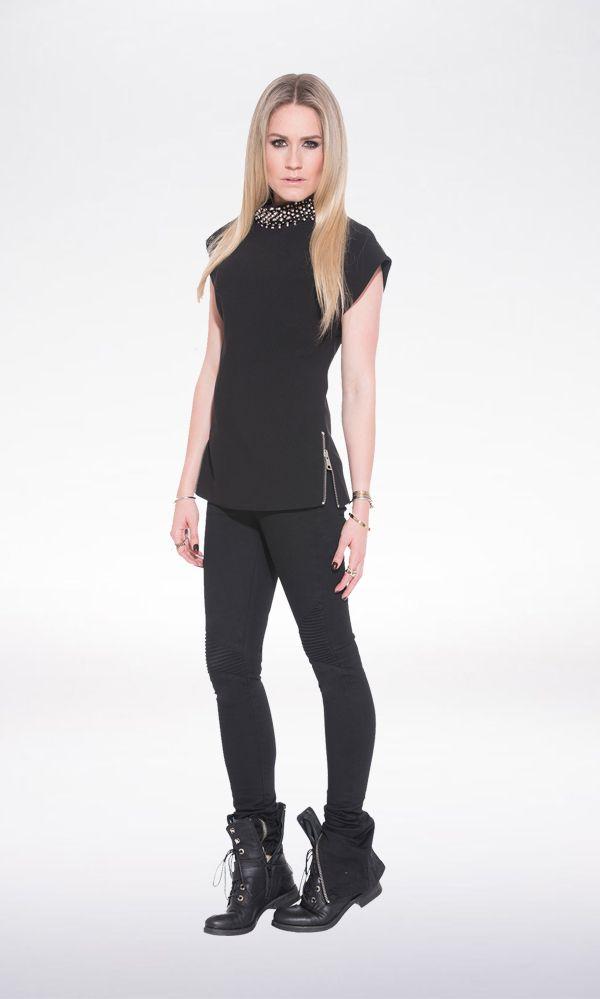 Kies voor een vrouwelijk look met de Nikkie Ruby Top. Ga voor een casual look met een donkere skinny jeans en stoere bike boots. Liever iets meer feestelijk? Stijl dan af met een rok en high heels.