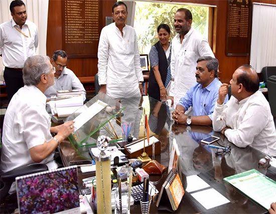 नई दिल्ली। भाजपा दिल्ली प्रदेश अध्यक्ष सतीश उपाध्याय ने उपराज्यपाल नजीब जंग से अनुरोध किया है कि वह दिल्ली के विद्युत सचिव से दिल्ली