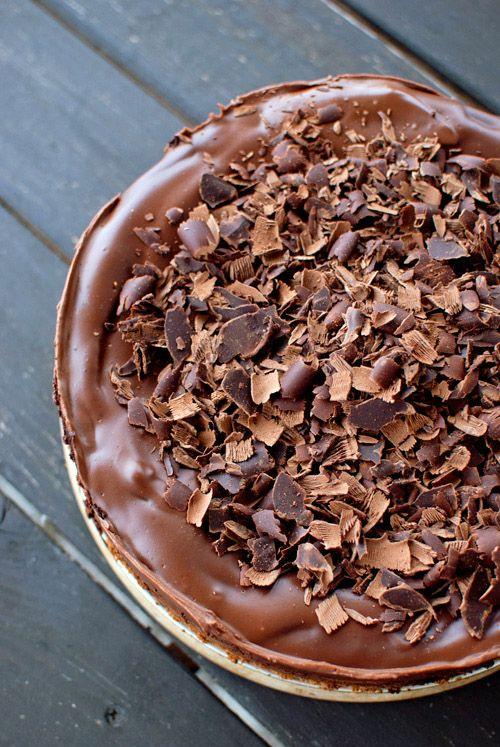 En Dine & Dash hemos encontrado esta irresistible receta de tarta de queso y chocolate. En este caso hará falta usar el horno. Deliciosa. Receta traducida de Dine & Dash Ingredientes: Base: 350 gr de galletas 75 ml de mantequilla Relleno: 375 gr de crema de queso 170 gr de azúcar 3 huevos …