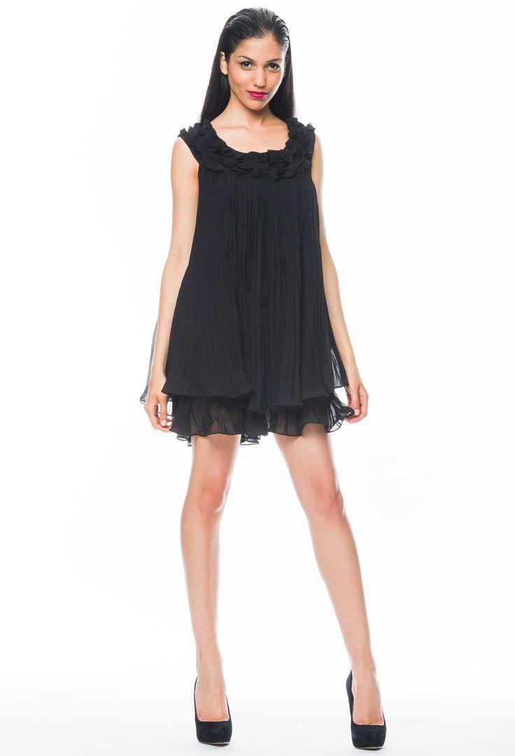 Mini #vestido plizado y #flores aplicadas.  https://www.facebook.com/BoutiqueCamarin/app_363140033776152