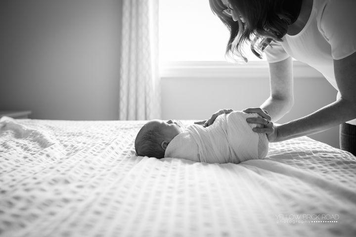Newborn Lifestyle Black and White #newborn #lifestyle #newbornlifestyle #lifestylenewborn www.yellowbrickroadphoto.ca