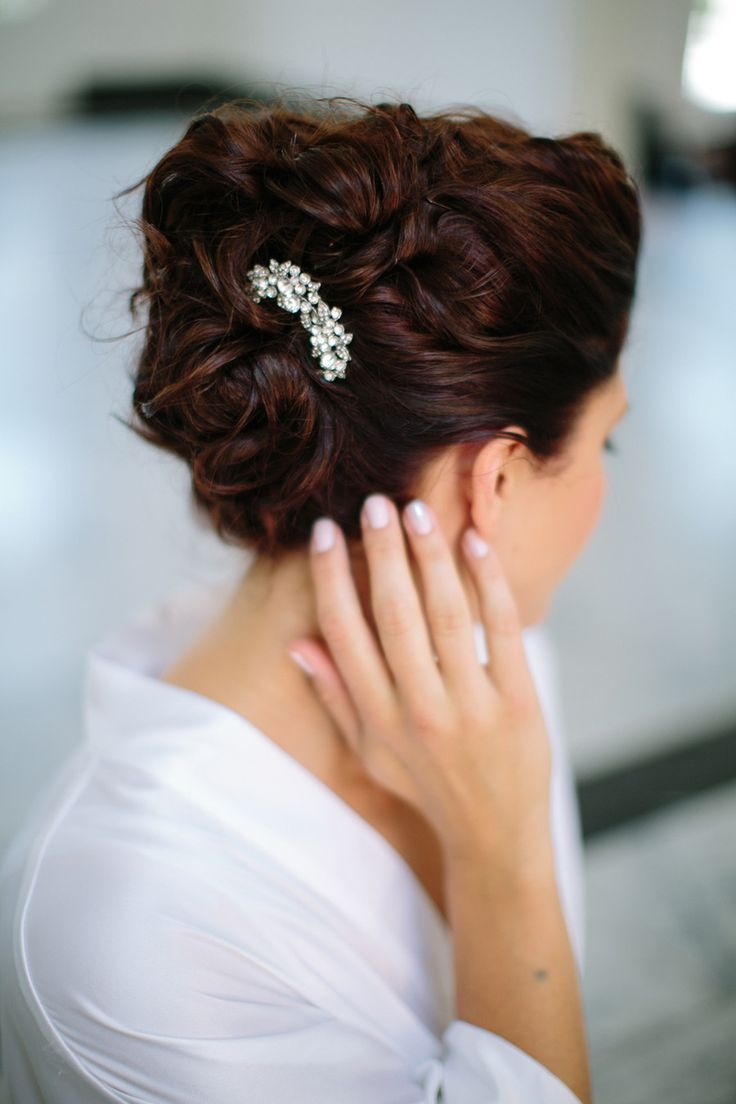 #HairAccessory | Classicly Elegant Hairstyle | Photo - troygrover.com | http://www.stylemepretty.com/2013/11/01/pasadena-wedding-from-troy-grover-photog/