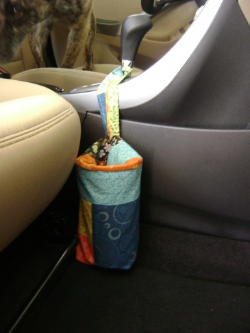 Car Trash Can, helpful trick to keep the interior of your car clean during road trips or during your daily commute