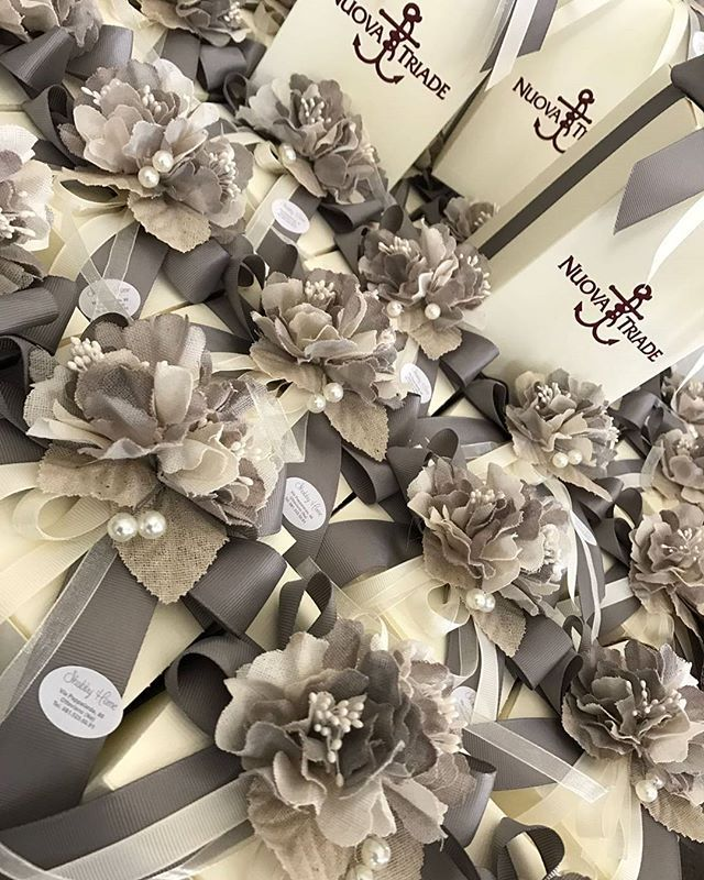 25 anni di matrimonio sono un traguardo che merita di essere festeggiato con grande coinvolgimento perché l'amore, il vero amore, riesce sempre ad emozionare, in ogni epoca, in ogni luogo, in ogni modo. ⚪⚪⚪⚪ ⚪ ⚪ ⚪ #shabbyhome #nozzedargento #25anni #25anniversary #25annidimatrimonio #wedding #weddings #weddingplanner #eventplanner #handmade #creazioniartigianali #bomboniere #home #matrimonio #tuttosposi #nozze #womoms #womoms_official #thewomoms #porcellana #oggettistica #eventi #eventing…