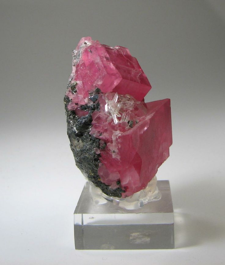 Rhodochrosite Crystals With Quartz And Pyrite On Matrix 4x6cm Sweet Home Mine Alma